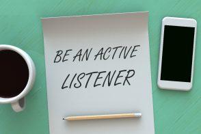 傾聴とは ビジネスに役立つコミュニケーションスキルのポイントをご紹介