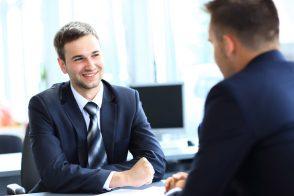 1on1ミーティングでコーチングの「傾聴」は難しい? その理由と対策をご紹介
